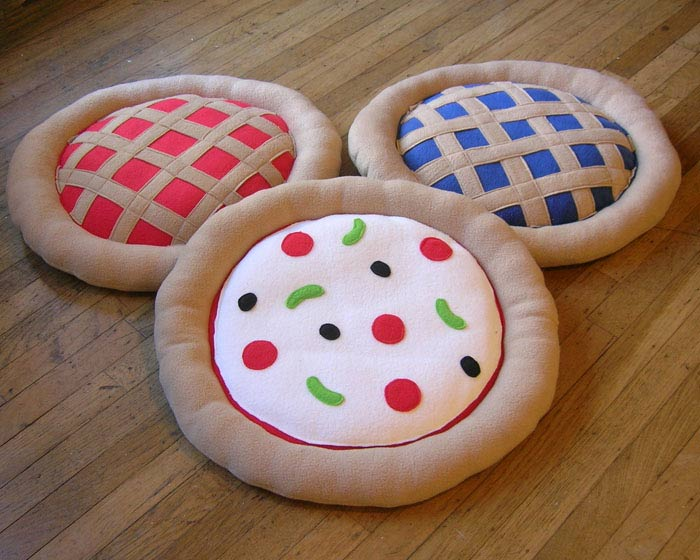 Pizza, cherry, and blueberry pie cat beds. Available at Panda With Cookie. Featured at the 2016 Vegan Beer and Food Festival in Portland.